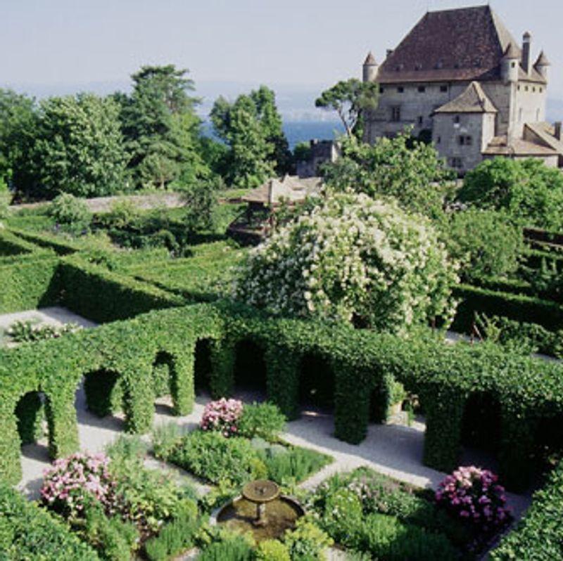 Stunning le labyrinthe jardin des cinq sens gallery for Jardin yvoire